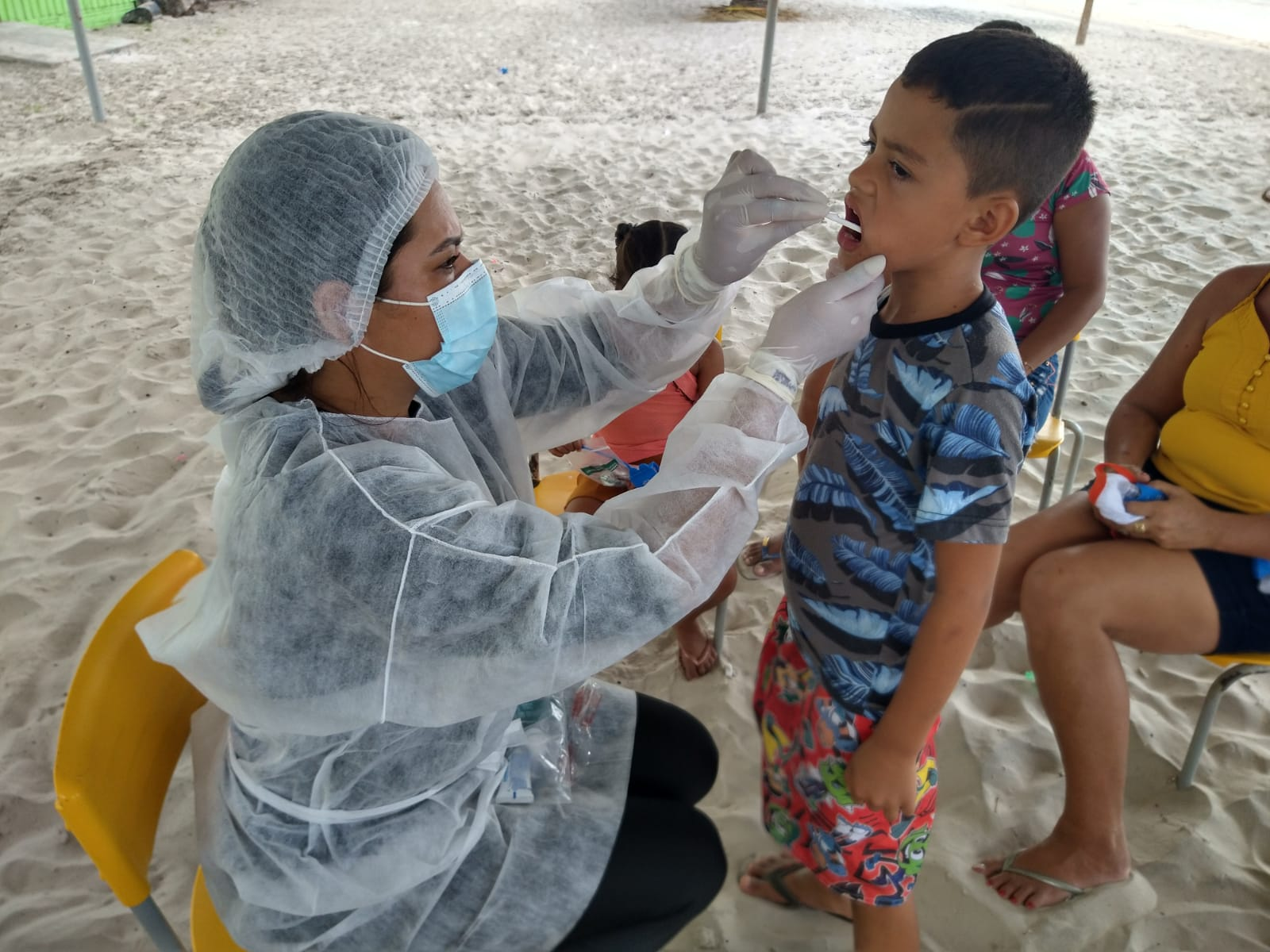 Prefeitura de Cururupu realiza diversos serviços de saúde nas Ilhas e distribui Cestas Básicas